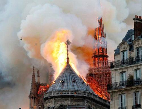 Notre-Dame in fiamme, la Francia piange il suo tesoro più grande