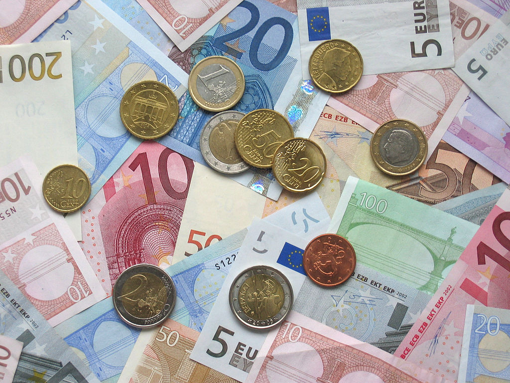 Euro coins and banknotes- Wikimedia commons