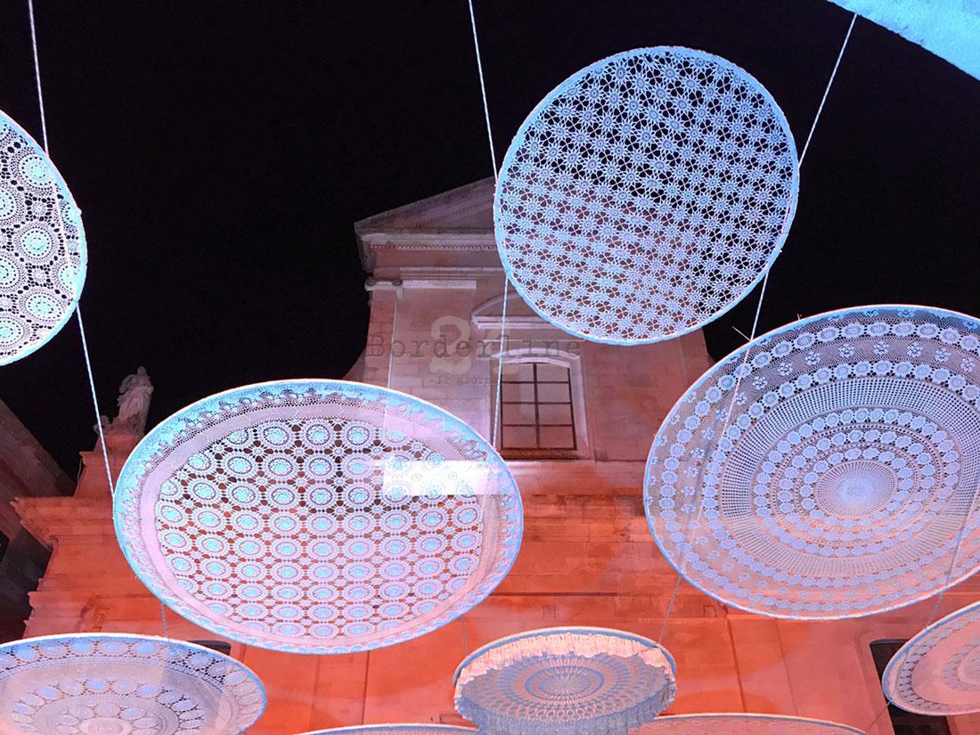 Installazione-Rainbow-Luzzart-Bernardo-Palazzo-Syncretic-Cisternino