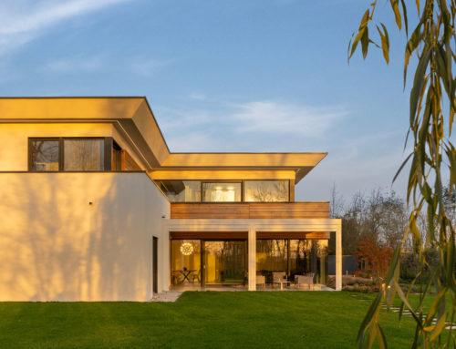 CASA EG, geometrie di legno e luce per un'abitazione dall'anima green