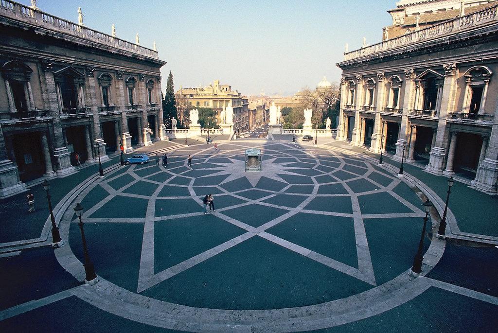 Michelangelo's Piazza del Campidoglio di Robert Lyle Bolton
