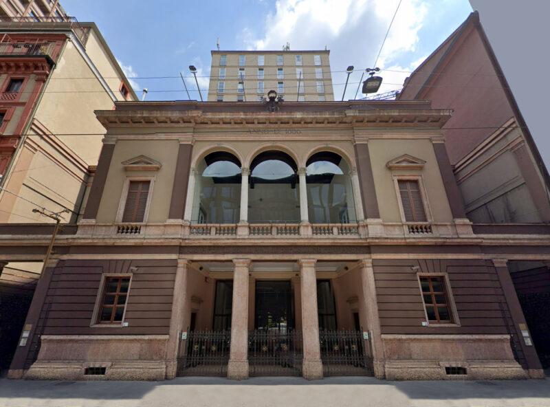 Milano-Porta-Nuova-Via-Turati-il-palazzo-dela-Permanete-Fratelli-Castiglioni-e-il-palazzo-del-Beltrami