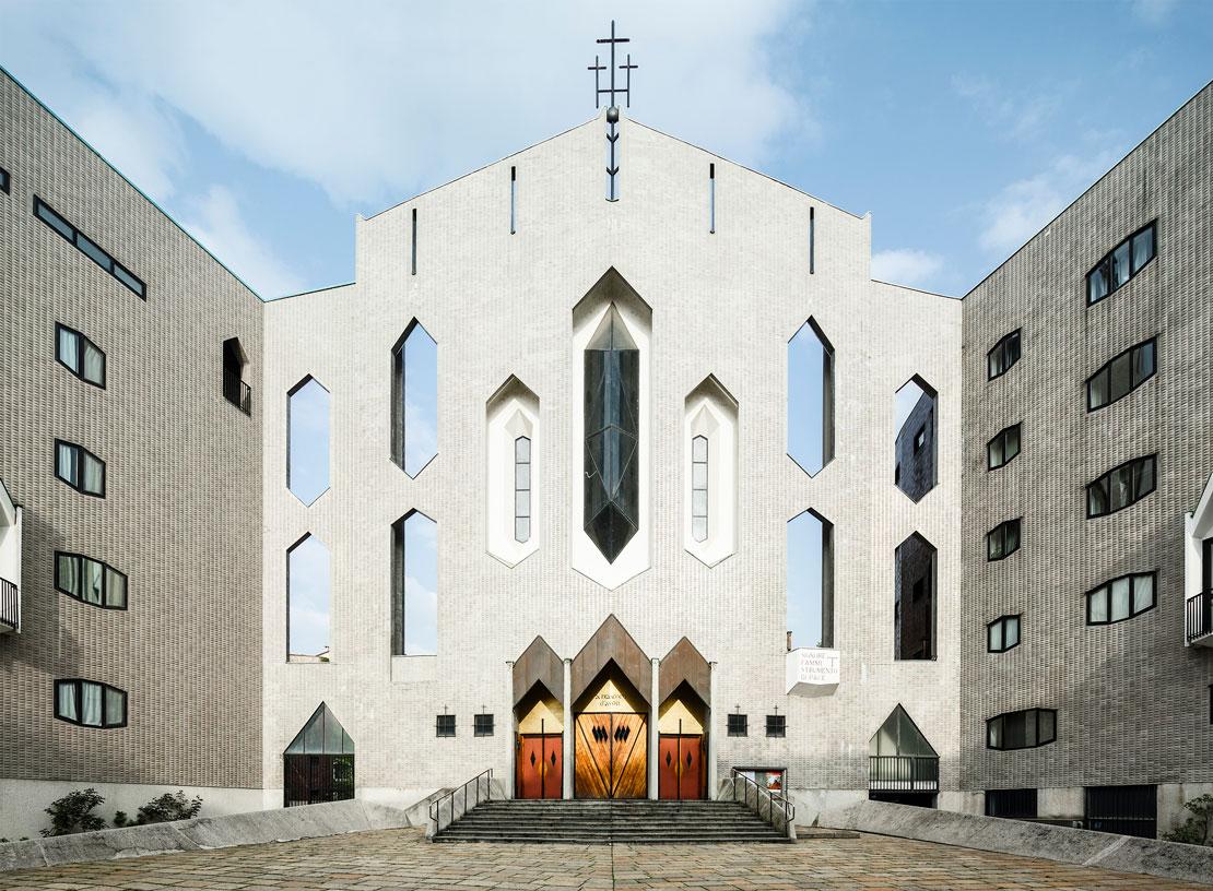 Una fotografia della Chiesa di San Francesco d'Assisi al Fopponino progettata da Gio Ponti.