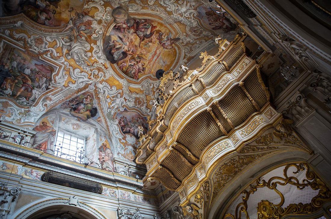 Chiesa di San Benedetto, un dettaglio della balconata