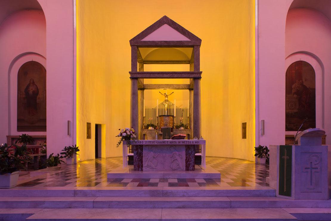 L'abside è il punto culminante dell'installazione, e rappresenta la luce dorata del giorno.