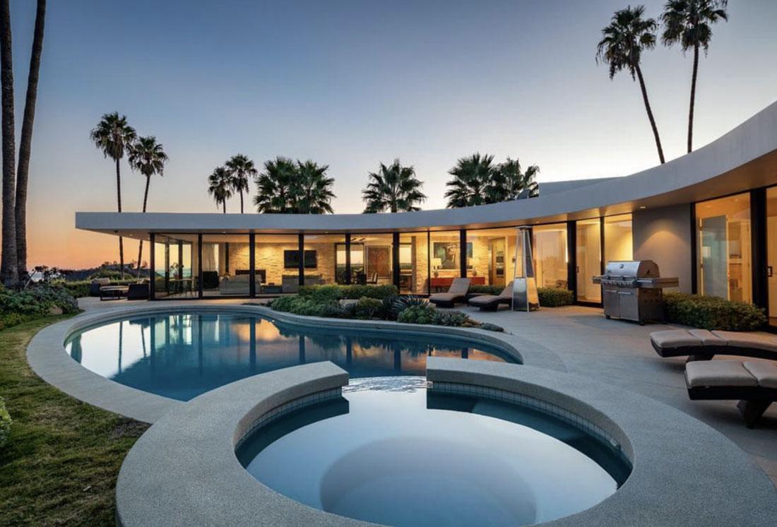 Elon Musk vende la sua villa a Los Angeles a forma di navicella spaziale