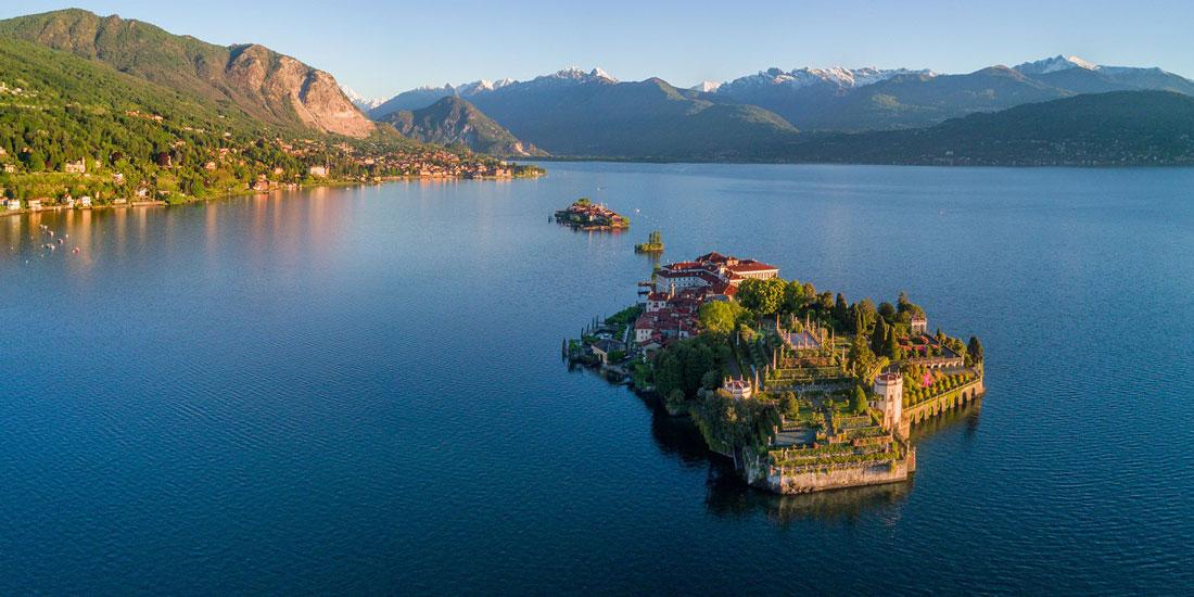 Lago Maggiore. In primo piano una delle Isole Borromee.