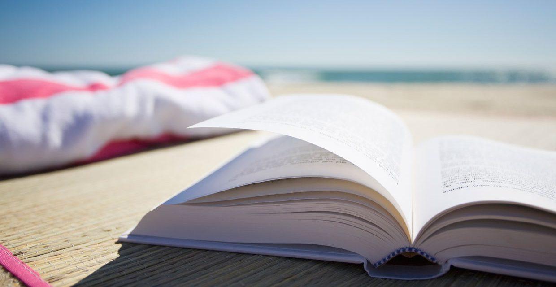 Le novità letterarie più interessanti da leggere sotto l'ombrellone